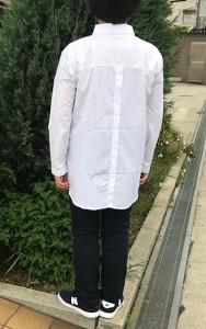 Tidobuy白シャツ 後ろ姿